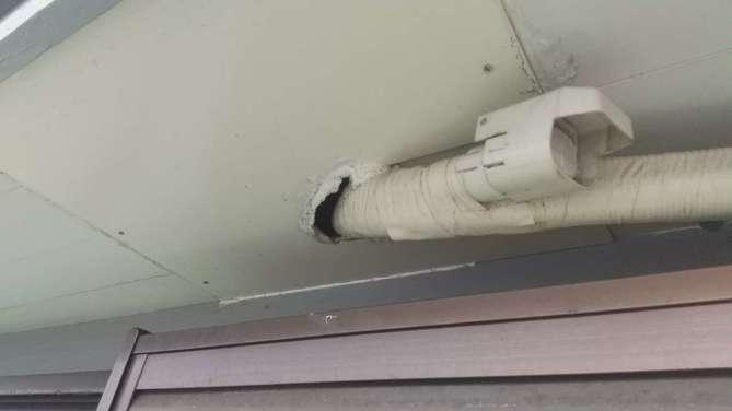 エアコン配管穴 補修前