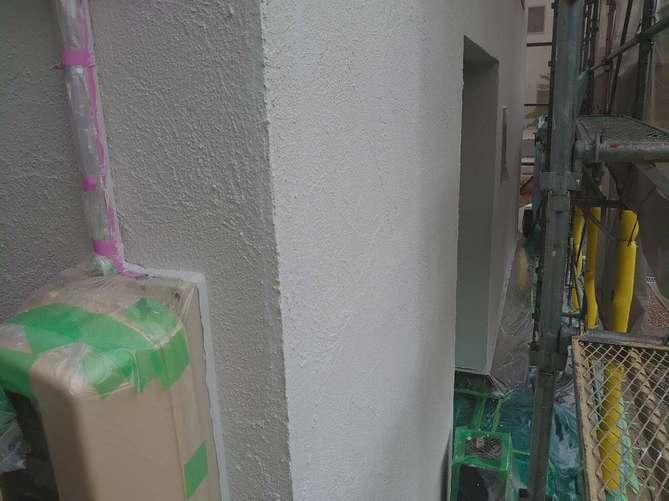 外壁中塗り作業(ジョリパット)