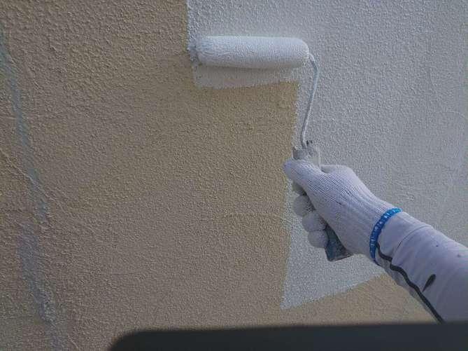外壁下塗り作業(ジョリパット)