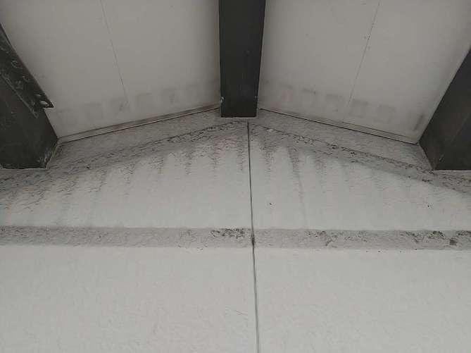 外壁塗装(飾り格子部分)・施工中