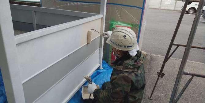 駐輪場の塗装作業