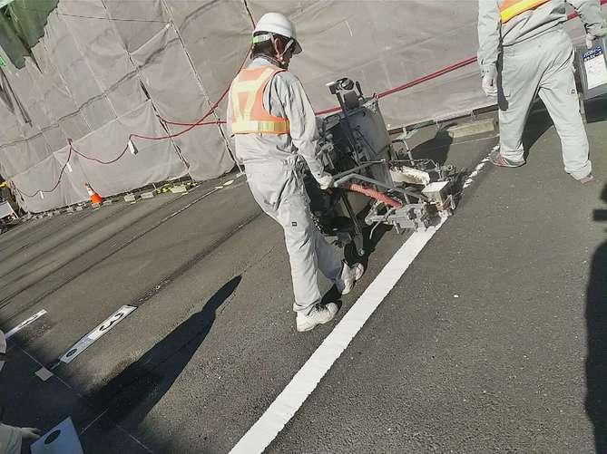 駐車場のライン引き作業