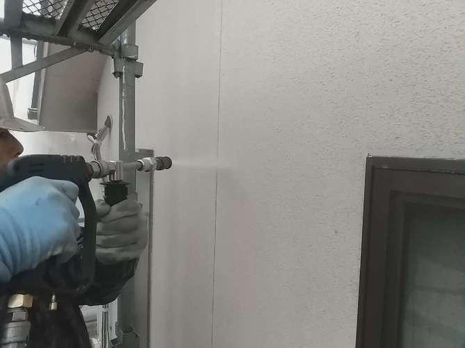 水洗い作業(外壁)