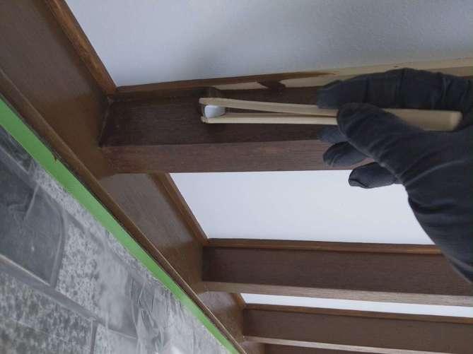 玄関化粧垂木塗装