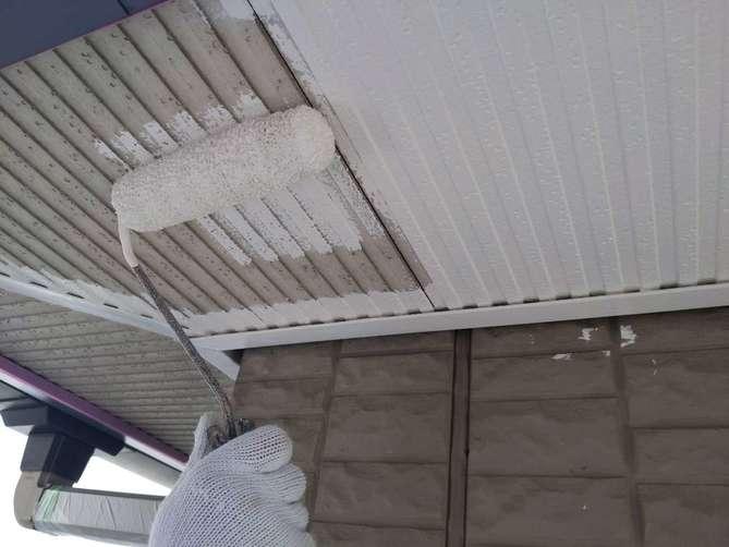 軒天下塗り作業