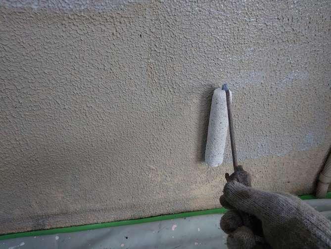 基礎巾木下塗り作業