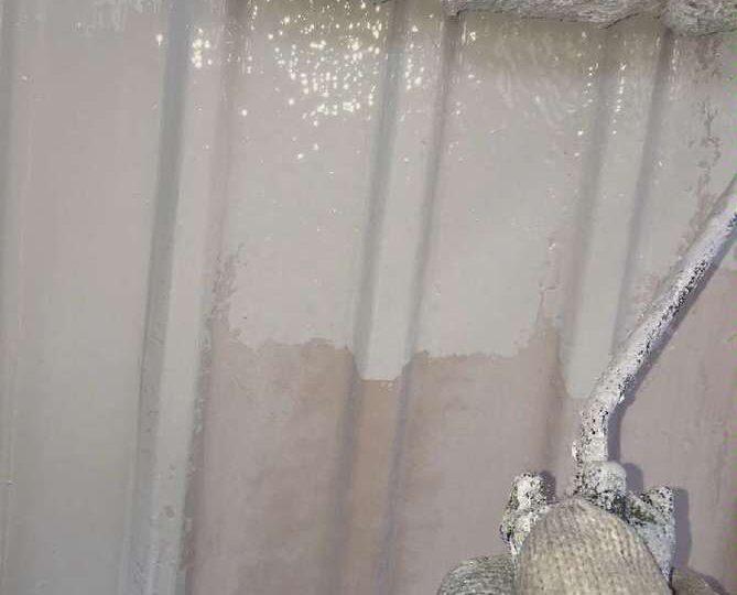 外壁下塗り作業(トタン)