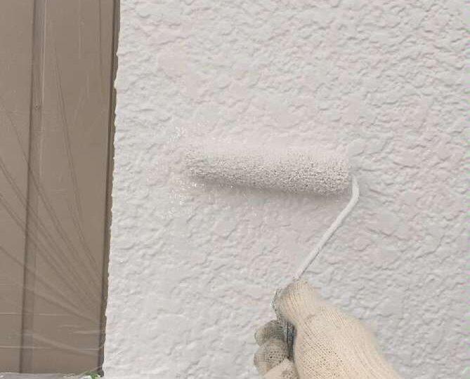 外壁上塗り作業(モルタル壁)