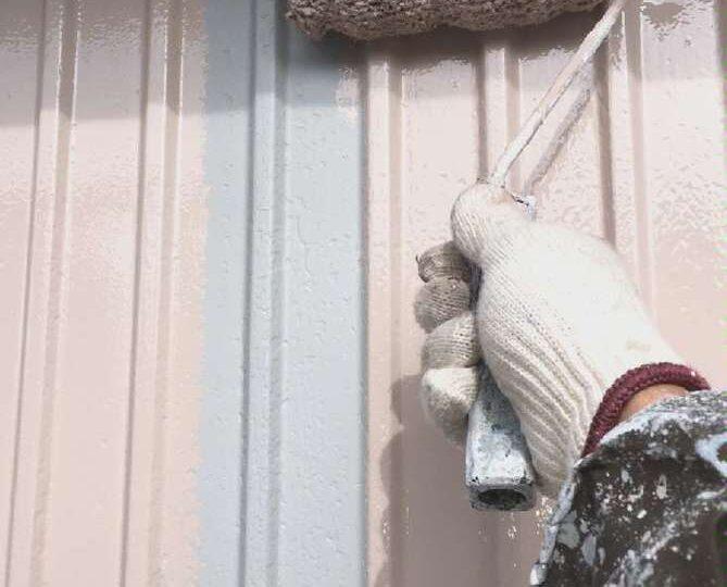 外壁中塗り作業(トタン)