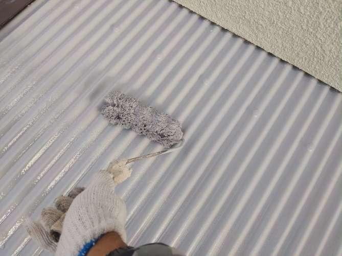 波板スレート 上塗り作業