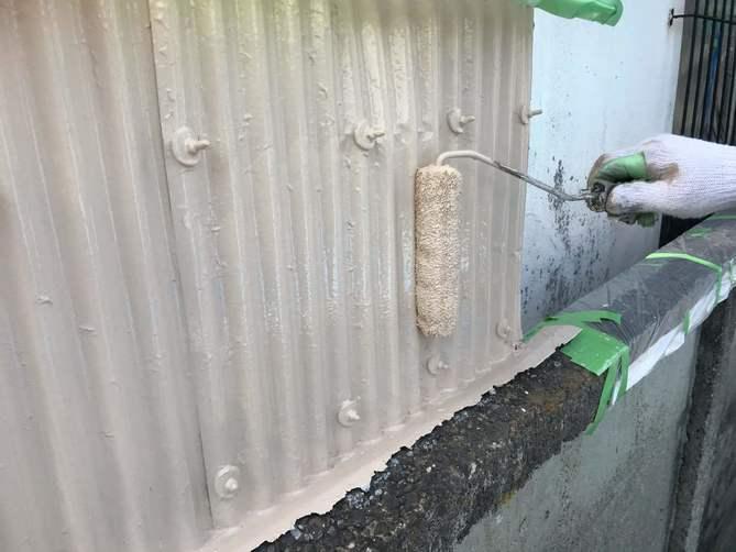 外壁(トタン)上塗り作業