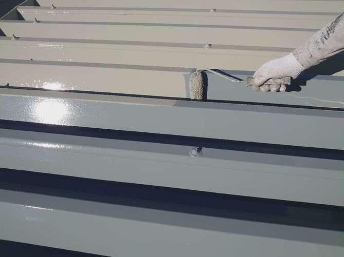 折半屋根 上塗り作業