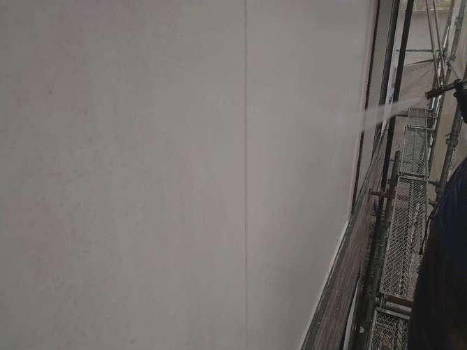 外壁水洗い作業