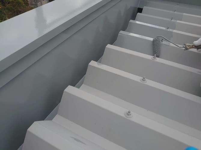 折半屋根 中塗り作業