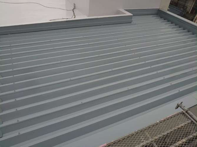 折半屋根 中塗り完了