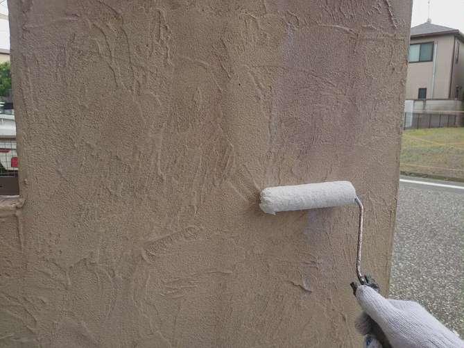 塀塗装 下塗り作業