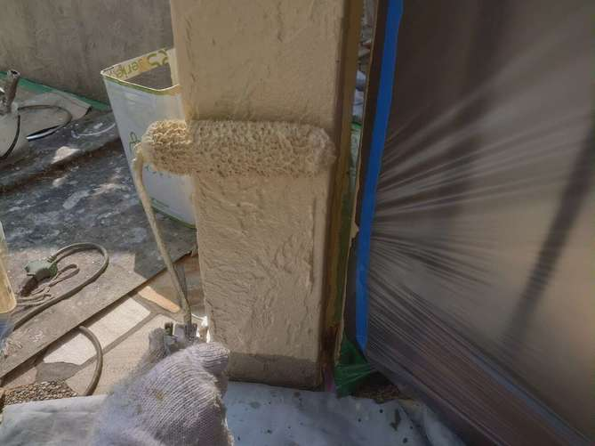 塀塗装 上塗り作業